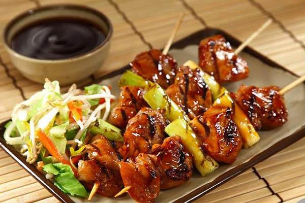 Yakitori gà nướng xiên que là món ăn điển hình tại Nhật Bản