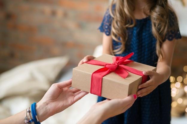 cách chọn quà tặng bạn gái